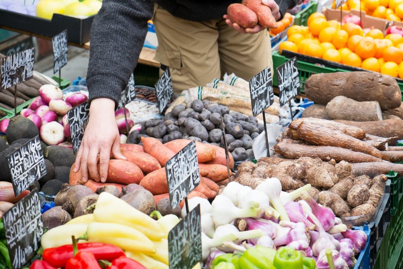 No solo estarás comiendo más saludable, sino que obtendrás productos sin tanto empaquetaje y desperdicio.
