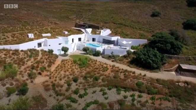 """Plot: """"This property series follows architect Piers Taylor and actress and property enthusiast Caroline Quentin as they discover the world's most extraordinary abodes. The pair travels far and wide -- across mountains, through forests, along coasts and deep underground to find unique properties. In Norway, the hosts take a speed boat out to a four-bedroom house off the coast, while over in Spain they take in spectacular views from a home built on a steep cliff face. Piers and Caroline go on to explore a wooden building on New Zealand's South Island in Marlborough Sounds and a ship-inspired building in Nova Scotia, Canada."""""""