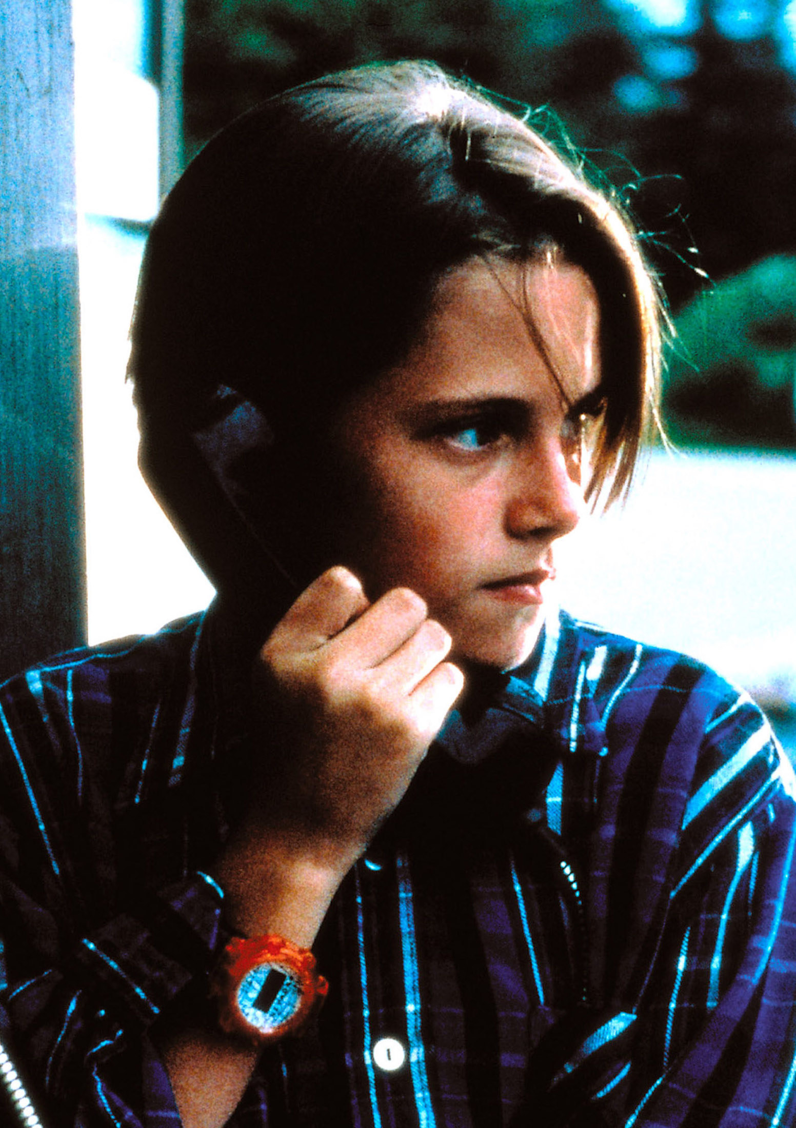 A young Kristen Stewart talking into a pay phone while wearing a