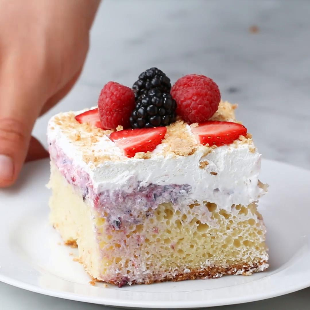 Easy Bake Strawberry Cake Recipe