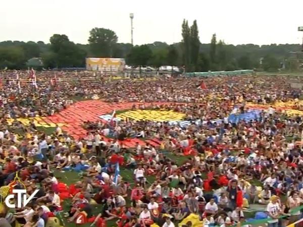Jovens aglomeraram o Parque Blonia, em Cracóvia, para Missa de abertura da JMJ / Foto: Reprodução CTV