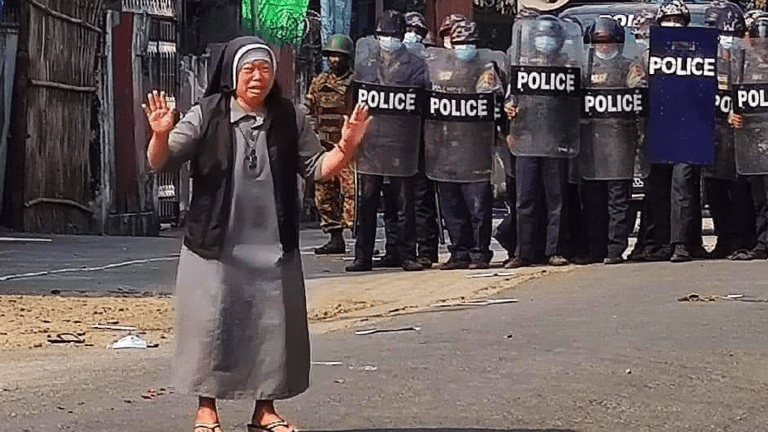 freira em Mianmar