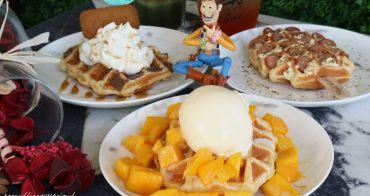 TRu's Waffle 渥釜│以摩艾石像為主題的列日鬆餅專賣店,口味超過30種,還有美美花牆及旋轉木馬可以拍照~