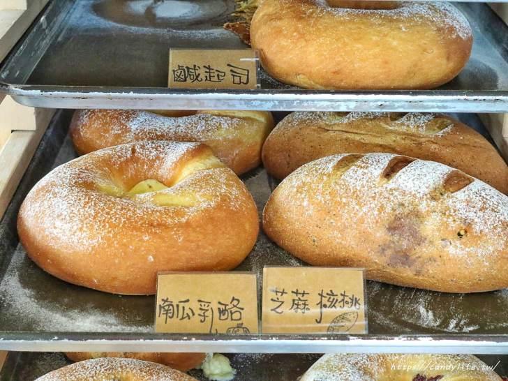 20200304160328 99 - 滿屋子都是龍貓的麵包坊,試吃給的超大方,麵包餡料滿滿,激推脆皮菠蘿,口味超多!