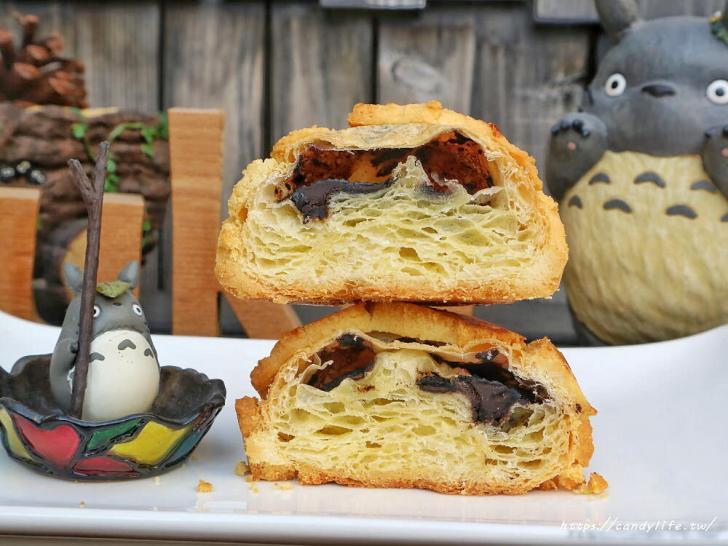 20200304160455 78 - 滿屋子都是龍貓的麵包坊,試吃給的超大方,麵包餡料滿滿,激推脆皮菠蘿,口味超多!
