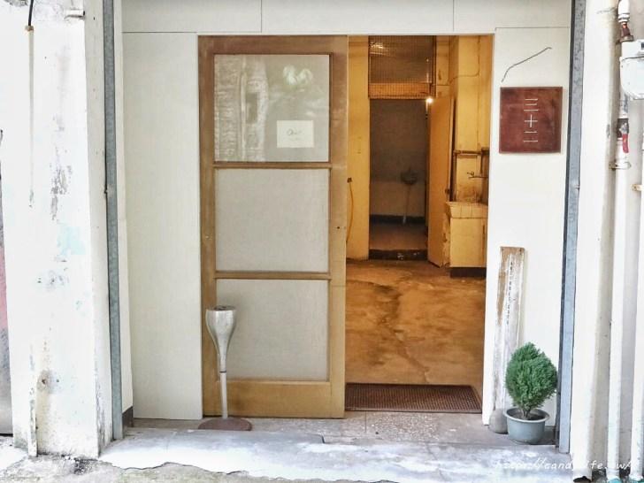 20200423143648 98 - 非常低調的巷弄咖啡館,隱身在二樓,走進來需要膽量!結合咖啡、古物及展覽,激推烤土司~