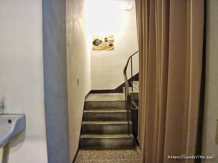 20200423143651 79 - 非常低調的巷弄咖啡館,隱身在二樓,走進來需要膽量!結合咖啡、古物及展覽,激推烤土司~