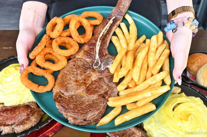 鐵將創意鐵板料理 將鐵板排餐結合炒飯、炒麵的創意料理,還有霸氣十足的戰斧牛排,當日壽星肉肉加量不加價,內用飲料、濃湯喝到飽~