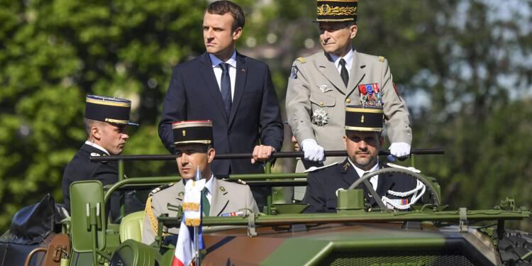 """15 hauts gradés de l'armée écrivent à Macron : """"Nous nous sentons humiliés"""""""
