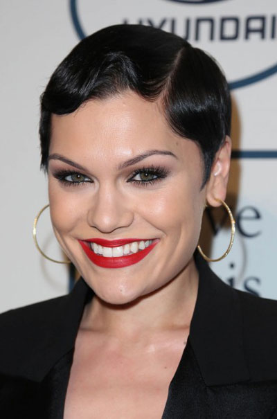 Jessie Js Finger Wave Short Hairstyle At The 2014 Grammy