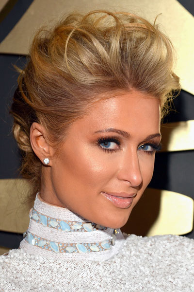 Paris Hiltons Messy Updo At The 2014 Grammy Awards Prom