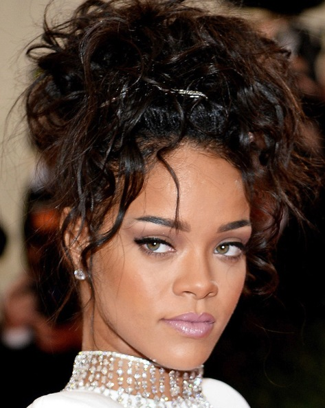 Rihannas Messy Updo At 2014 Met Ball Prom Wedding