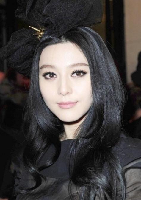Fan Bingbings Long Black Wavy Hairstyle Party