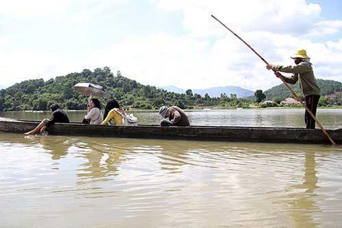 Daklak, Lak Lake, motorboat, Buon Don Tourist Village, Trung Nguyen Coffee