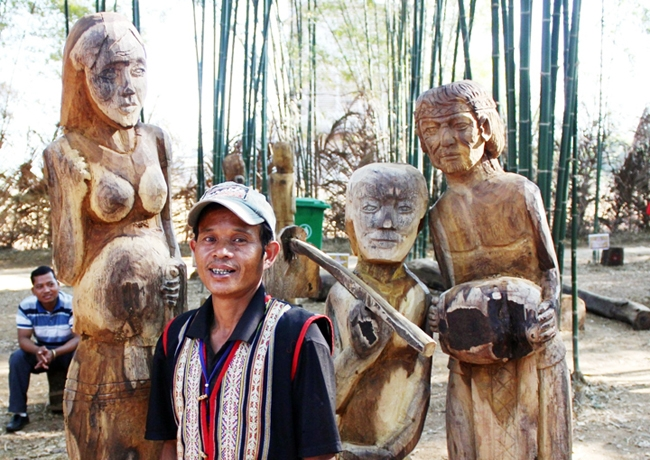 Preserving statue sculpting in Central Highlands, entertainment events, entertainment news, entertainment activities, what's on, Vietnam culture, Vietnam tradition, vn news, Vietnam beauty, news Vietnam, Vietnam news, Vietnam net news, vietnamnet news, vi