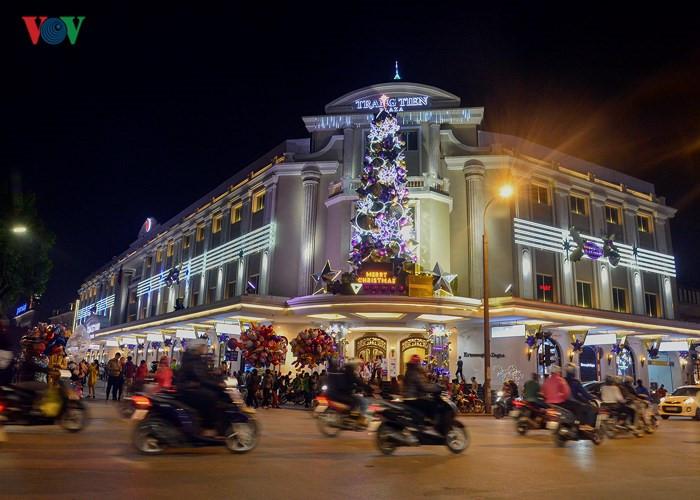 Sparkling Hanoi streets welcome Christmas, entertainment events, entertainment news, entertainment activities, what's on, Vietnam culture, Vietnam tradition, vn news, Vietnam beauty, news Vietnam, Vietnam news, Vietnam net news, vietnamnet news, vietnamne