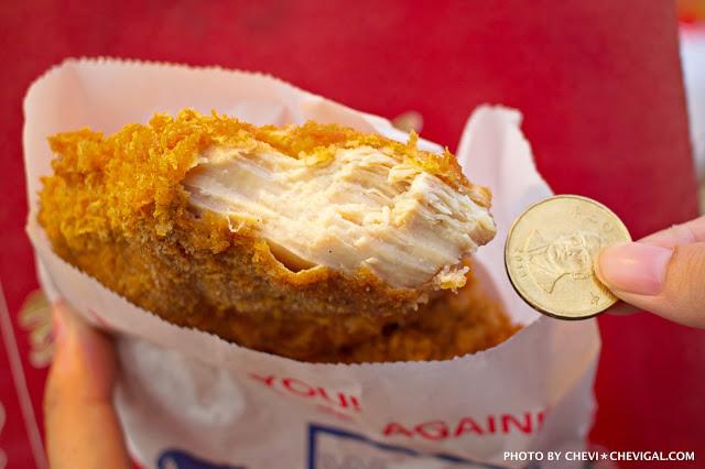 台中南屯│不二魂 日式雞排-總本舖*台中雞排推荐。厚度和50元直徑比一比。還有幾近爆漿的起司可樂餅!