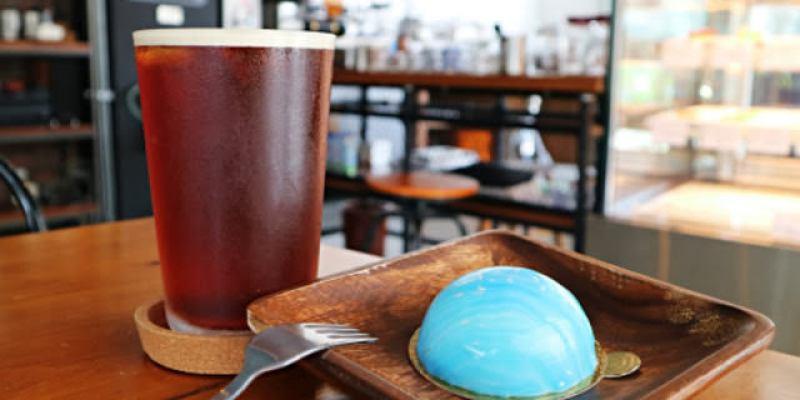 台中西區│p&j's pâtisserie 甜點工作室*平價法式甜點推荐。海洋風雙色淋面的檸檬慕絲好夢幻