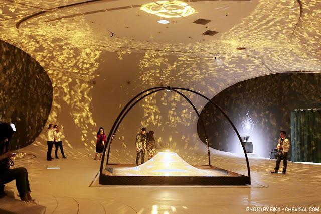 台中國家歌劇院│天圓地方*金黃光影美得讓人屏息!首次於台灣亮相的作品現在免費看!