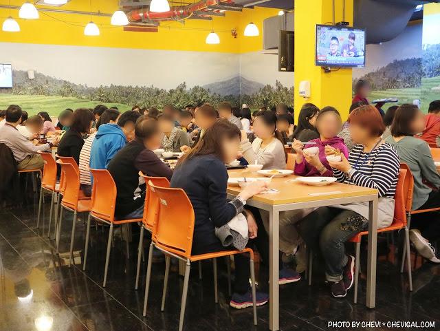 直擊台中市政府員工餐廳!排隊人潮多到不可思議,晚點來根本搶不到位置!