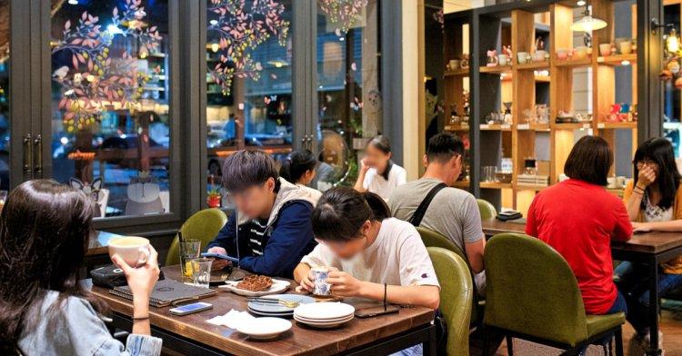 令人怦然心動的隱藏版咖啡廳,多款精選咖啡豆香帶你環遊世界,還有限定版天壽抹茶提拉米蘇