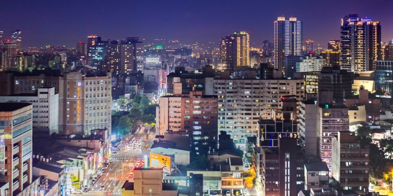 台中最新高空咖啡廳,20樓輕鬆坐看台灣大道夜景,不用百元還有WIFI、插座可使用
