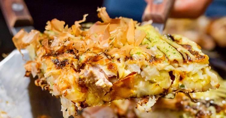 台中隱藏版好吃大阪燒推薦,滿滿柴魚大阪燒口味多元,還有會牽絲的麻糬起司玉子燒!