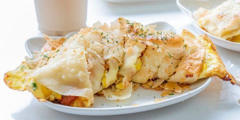 嘉香中西式餐飲,沒耐心的朋友請三思!超狂人氣酥皮蛋餅灑上滿滿起司粉好滿足!