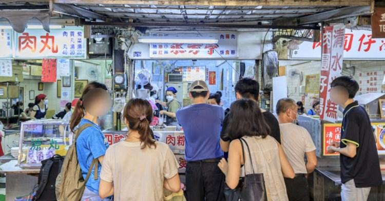 台中80年老店,只賣清爽系肉粽、扁食、肉焿與四神湯,內用、外帶的人潮總是不少