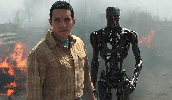 Terminator: Dark Fate REV-9 prepares to reunite its alloy with its skeleton