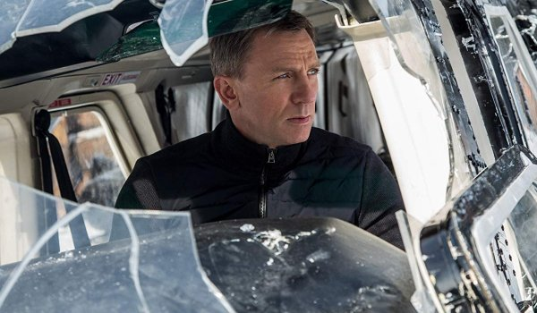 Spectre Daniel Craig in wrecked helicopter