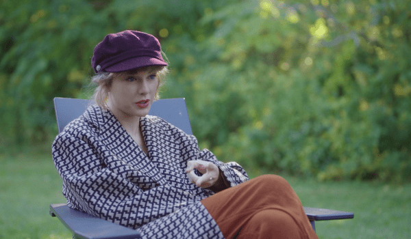 Taylor Swift in folklore: the long pond studio sessions talking about my tears ricochet