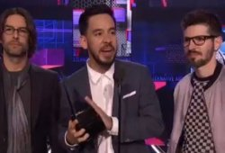 Watch Linkin Park Honor Chester Bennington At The AMAs