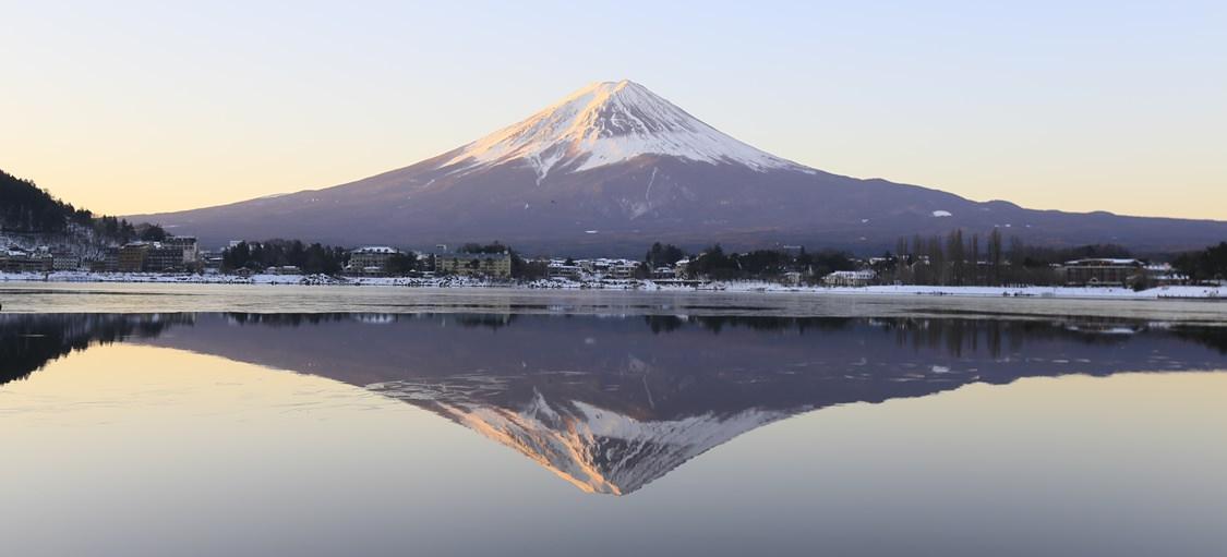 河口湖「逆富士」美景