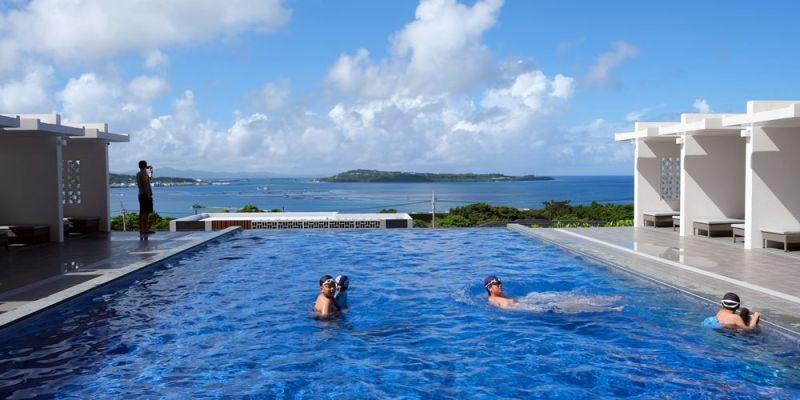 ▌沖繩海景飯店▌絕美無邊際泳池【Ala Mahaina Condo Hotel阿拉瑪哈伊納公寓式飯店】2019新開幕。水族館5分鐘