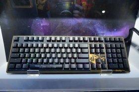 Ducky 於 Computex 展出 Shine 6 與 猴年版鍵盤, 以及機械軸計算機