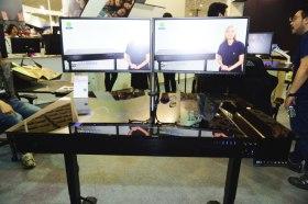 Lian Li 聯力於 Computex 展出 DK-04X 可升降之桌子機殼, 要站或坐都沒問題