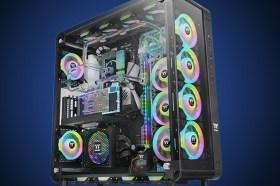 三面強化玻璃秀創意!曜越推出全新Core P8 高直立式機殼