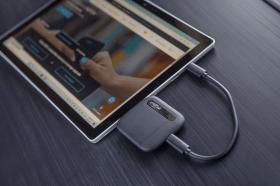 美光推出造型時尚的全新 Crucial X6 SSD 小型行動硬碟