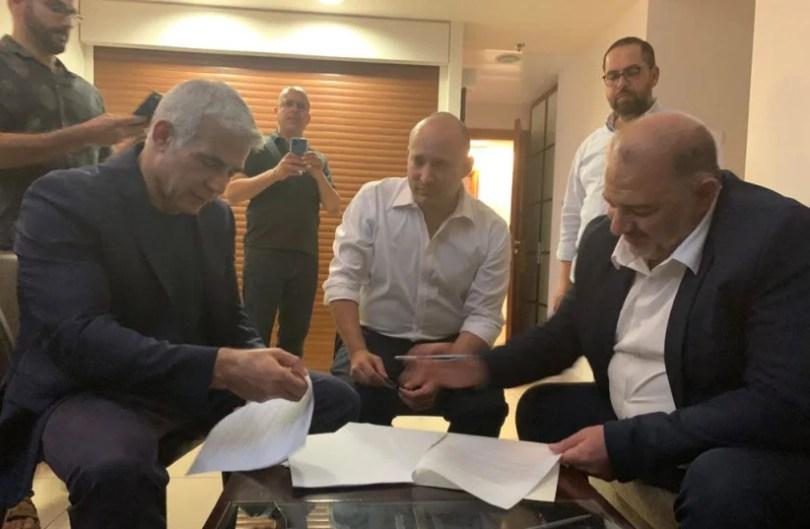 Lapid dit à Rivlin : j'ai réussi à former une coalition avec Bennett
