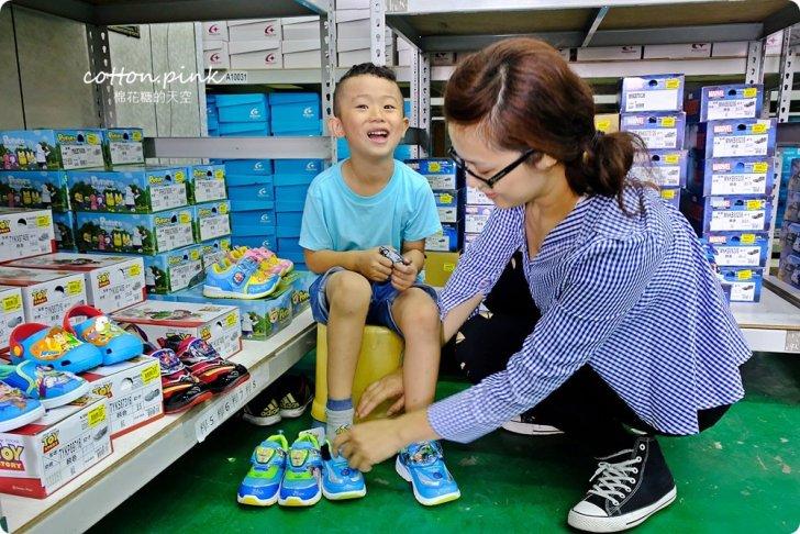 20181109092631 35 - 熱血採訪 NG牛仔帆布鞋55元、卡通兒童拖鞋60元、童鞋換季三雙只要500元!大雅童鞋特賣快來搶便宜