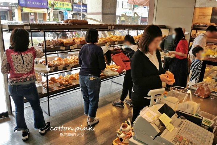 20200314162652 47 - 熱血採訪│韓國最夯的蒜蒜包!巴蕾麵包改良過,鹹甜鹹甜牽絲更好吃