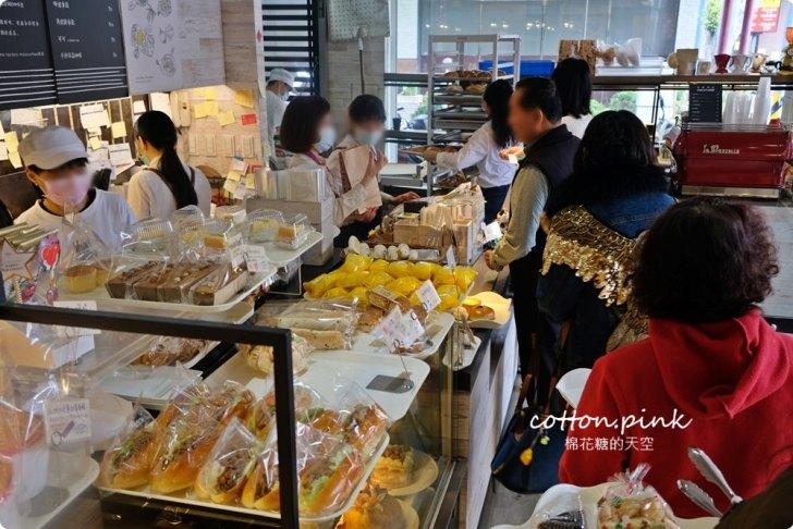 20200314162659 29 - 熱血採訪│韓國最夯的蒜蒜包!巴蕾麵包改良過,鹹甜鹹甜牽絲更好吃