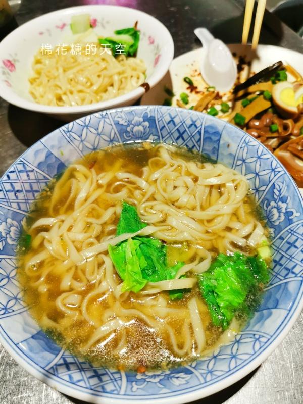 20200605231131 40 - 圍牆旁邊吃陽春麵~台中老店阿春麵担人潮很多啊!