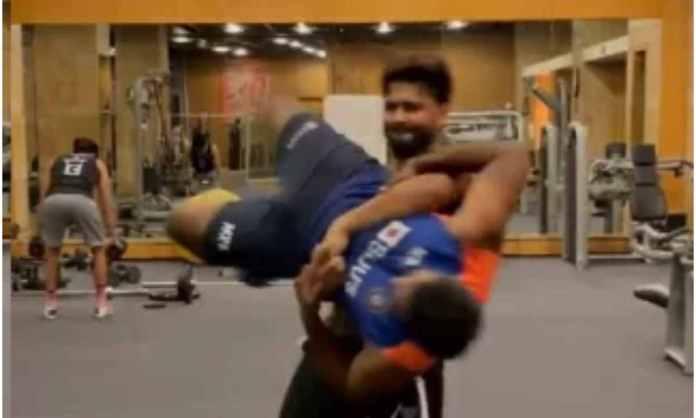 Cricket Image for VIDEO : ऋषभ पंत ने ज़िम में दिखाई अपनी ताकत, 'हरि प्रसाद' को हवा में उठाकर घुमाया