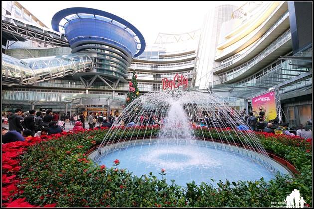 新竹市東區【Big City遠東巨城購物中心】來吃幸福下午茶~看華麗聖誕樹!
