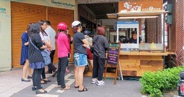 【台南美食】老闆超有個性的水煎包店!街邊轉角處熱賣四小時:棠口水煎包