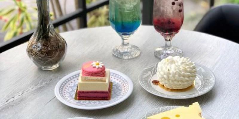 「台中南屯區」巷弄的甜點店~「Rivendell 瑞文戴爾」 少女心滿點的玻璃屋!