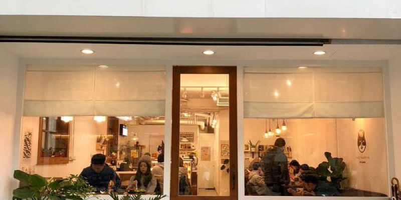 「桃園」風雨珈琲的三店~店內除了販售蛋糕及飲品外還有販售主食類的餐點「友美子珈琲 Cafe Yumiko」