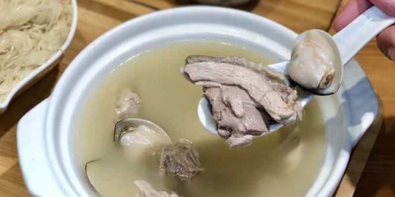 「高雄新興區」隱藏在巷弄內溫暖的個人土雞肉鍋~「食光雞」